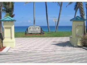 Condominio por un Alquiler en 1960 NE 1st Street 1960 NE 1st Street Deerfield Beach, Florida 33441 Estados Unidos
