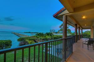 Maison unifamiliale pour l Vente à 14 Herons Nest 14 Herons Nest Sewalls Point, Florida 34996 États-Unis