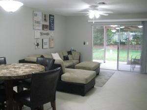 联栋屋 为 出租 在 9918 Kamena Circle 9918 Kamena Circle 博因顿海滩, 佛罗里达州 33436 美国