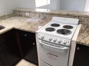 Additional photo for property listing at 1850 Holman Drive 1850 Holman Drive North Palm Beach, Florida 33408 États-Unis