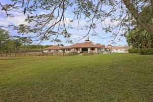 独户住宅 为 销售 在 14883 Equestrian Way 14883 Equestrian Way 惠灵顿, 佛罗里达州 33414 美国