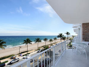Condomínio para Venda às 100 Worth Avenue 100 Worth Avenue Palm Beach, Florida 33480 Estados Unidos