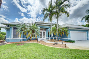 Additional photo for property listing at 804 SE Portage Avenue 804 SE Portage Avenue Port St. Lucie, Florida 34984 United States