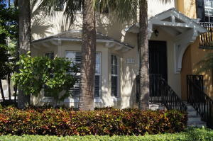 Townhouse for Sale at 304 W Mallory Circle 304 W Mallory Circle Delray Beach, Florida 33483 United States