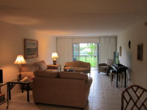 Additional photo for property listing at 801 Lake Shore Drive 801 Lake Shore Drive Lake Park, Florida 33403 United States