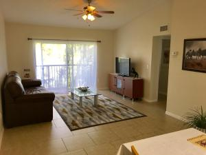 Additional photo for property listing at 900 Crestwood Court 900 Crestwood Court Royal Palm Beach, Florida 33411 États-Unis