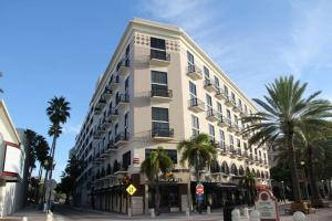 Condominium for Rent at 101 N Clematis Street 101 N Clematis Street West Palm Beach, Florida 33401 United States