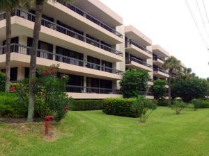 Condomínio para Locação às 277 N Ocean Boulevard 277 N Ocean Boulevard Boca Raton, Florida 33432 Estados Unidos