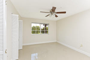 Additional photo for property listing at 4840 N State Road 7 4840 N State Road 7 Coconut Creek, Florida 33073 Vereinigte Staaten
