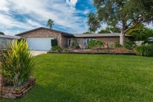 واحد منزل الأسرة للـ Sale في 401 Riverview Lane 401 Riverview Lane Melbourne, Florida 32951 United States