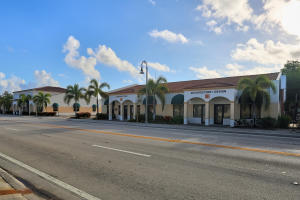 Commercial pour l Vente à 318 S Dixie Highway 318 S Dixie Highway Lake Worth, Florida 33460 États-Unis