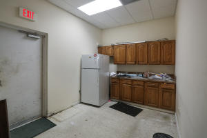 Additional photo for property listing at 318 S Dixie Highway 318 S Dixie Highway Lake Worth, Florida 33460 États-Unis