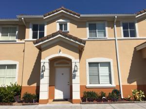 Casa unifamiliar adosada (Townhouse) por un Alquiler en 7377 NW 174 Th Terrace 7377 NW 174 Th Terrace Hialeah, Florida 33015 Estados Unidos