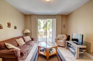 Additional photo for property listing at 250 NE 3rd Avenue 250 NE 3rd Avenue 德尔雷比奇海滩, 佛罗里达州 33444 美国