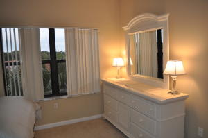 Additional photo for property listing at 200 Uno Lago Drive 200 Uno Lago Drive Juno Beach, Florida 33408 États-Unis