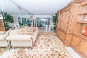 شقة بعمارة للـ Rent في Windwood, Lake Windwood, 3139 Millwood Terrace 3139 Millwood Terrace Boca Raton, Florida 33431 United States