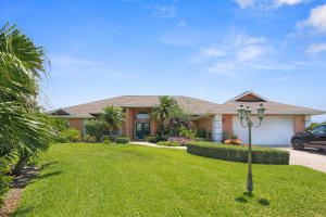 Single Family Home for Sale at 2069 NE Ginger Terrace 2069 NE Ginger Terrace Jensen Beach, Florida 34957 United States