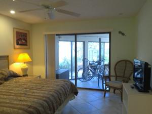 Additional photo for property listing at 1127 E Seminole Avenue 1127 E Seminole Avenue Jupiter, Florida 33477 États-Unis