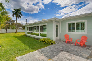 Additional photo for property listing at 915 N Swinton Avenue 915 N Swinton Avenue Delray Beach, Florida 33444 United States