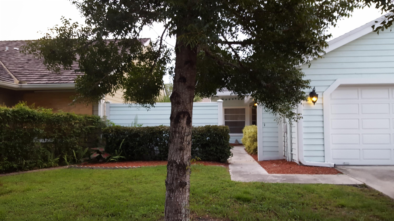 381 Park Forest Way Wellington, FL 33414