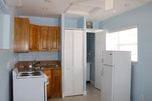 Additional photo for property listing at 1926 NE 7th Street 1926 NE 7th Street Deerfield Beach, Florida 33441 United States