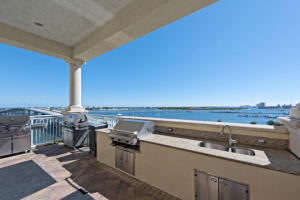 Additional photo for property listing at 2650 Lake Shore Drive 2650 Lake Shore Drive Riviera Beach, Florida 33404 United States