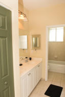 Additional photo for property listing at 3014 NW 30 Avenue 3014 NW 30 Avenue Oakland Park, Florida 33311 États-Unis