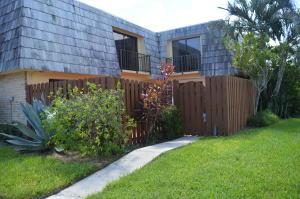 Casa unifamiliar adosada (Townhouse) por un Alquiler en 702 Springdale Circle 702 Springdale Circle Palm Springs, Florida 33461 Estados Unidos