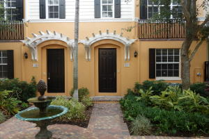 Townhouse for Sale at 322 E Mallory Circle 322 E Mallory Circle Delray Beach, Florida 33483 United States