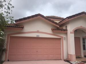 Single Family Home for Rent at WALDEN LAKES, 421 SW 203 Avenue 421 SW 203 Avenue Pembroke Pines, Florida 33029 United States