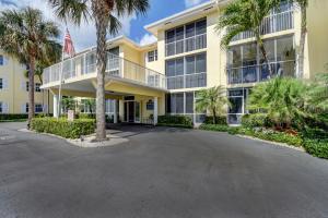 Condominium for Rent at 1700 S Ocean Boulevard 1700 S Ocean Boulevard Delray Beach, Florida 33483 United States