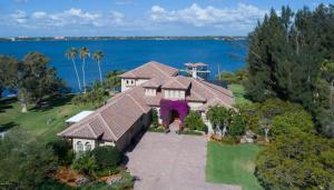 واحد منزل الأسرة للـ Sale في 200 Sundance Lane 200 Sundance Lane Merritt Island, Florida 32952 United States