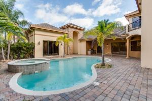 واحد منزل الأسرة للـ Sale في 10699 Versailles Boulevard 10699 Versailles Boulevard Wellington, Florida 33449 United States