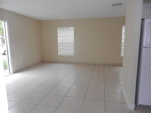 Additional photo for property listing at 5836 S 37th Court 5836 S 37th Court Greenacres, Florida 33463 Vereinigte Staaten