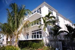 Condomínio para Locação às 176 Lake Drive 176 Lake Drive Palm Beach Shores, Florida 33404 Estados Unidos