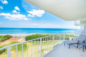 Condominio por un Venta en 3360 S Ocean Boulevard 3360 S Ocean Boulevard Palm Beach, Florida 33480 Estados Unidos