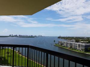 شقة بعمارة للـ Rent في 123 Lakeshore Drive 123 Lakeshore Drive North Palm Beach, Florida 33408 United States