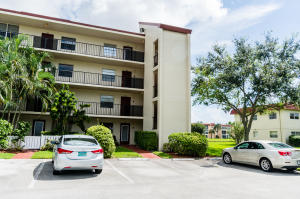 Condominium for Rent at VILLAGES OF ORIOLE, 27 Abbey Lane 27 Abbey Lane Delray Beach, Florida 33446 United States