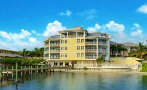 Appartement en copropriété pour l Vente à 309 E Ocean Avenue 309 E Ocean Avenue Lantana, Florida 33462 États-Unis