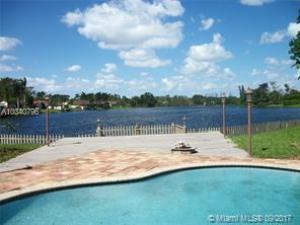 Casa para uma família para Locação às 9361 Park Lane 9361 Park Lane Plantation, Florida 33324 Estados Unidos