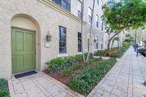 联栋屋 为 销售 在 614 Fern Street 614 Fern Street 西棕榈滩, 佛罗里达州 33401 美国