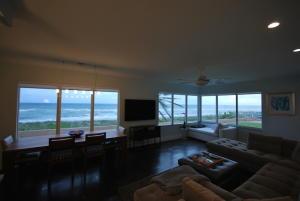 Eigentumswohnung für Verkauf beim 2711 S Ocean Boulevard 2711 S Ocean Boulevard Highland Beach, Florida 33487 Vereinigte Staaten