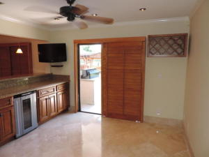 Additional photo for property listing at 3953 NW 5 Drive 3953 NW 5 Drive Deerfield Beach, Florida 33442 Vereinigte Staaten