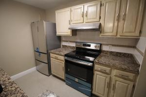 Additional photo for property listing at 1845 Palm Cove Boulevard 1845 Palm Cove Boulevard Delray Beach, Florida 33445 États-Unis
