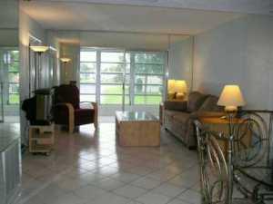 Condominio por un Alquiler en Golden Lakes, 237 Golden River Drive 237 Golden River Drive West Palm Beach, Florida 33411 Estados Unidos
