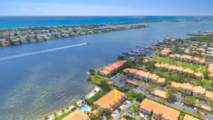 Additional photo for property listing at 157 Las Brisas Circle 157 Las Brisas Circle Hypoluxo, Florida 33462 États-Unis