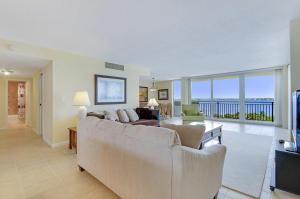 شقة بعمارة للـ Rent في Seagrape Condo, 5460 N Ocean Drive 5460 N Ocean Drive Singer Island, Florida 33404 United States