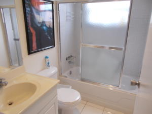 Additional photo for property listing at 305 Saxony G 305 Saxony G Delray Beach, Florida 33446 United States