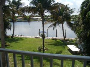 Maison avec plusieurs logements pour l Vente à 537 W Kalmia Drive 537 W Kalmia Drive Lake Park, Florida 33403 États-Unis