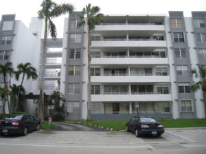 Condominium for Rent at 1080 94th Street 1080 94th Street Bay Harbor Islands, Florida 33154 United States